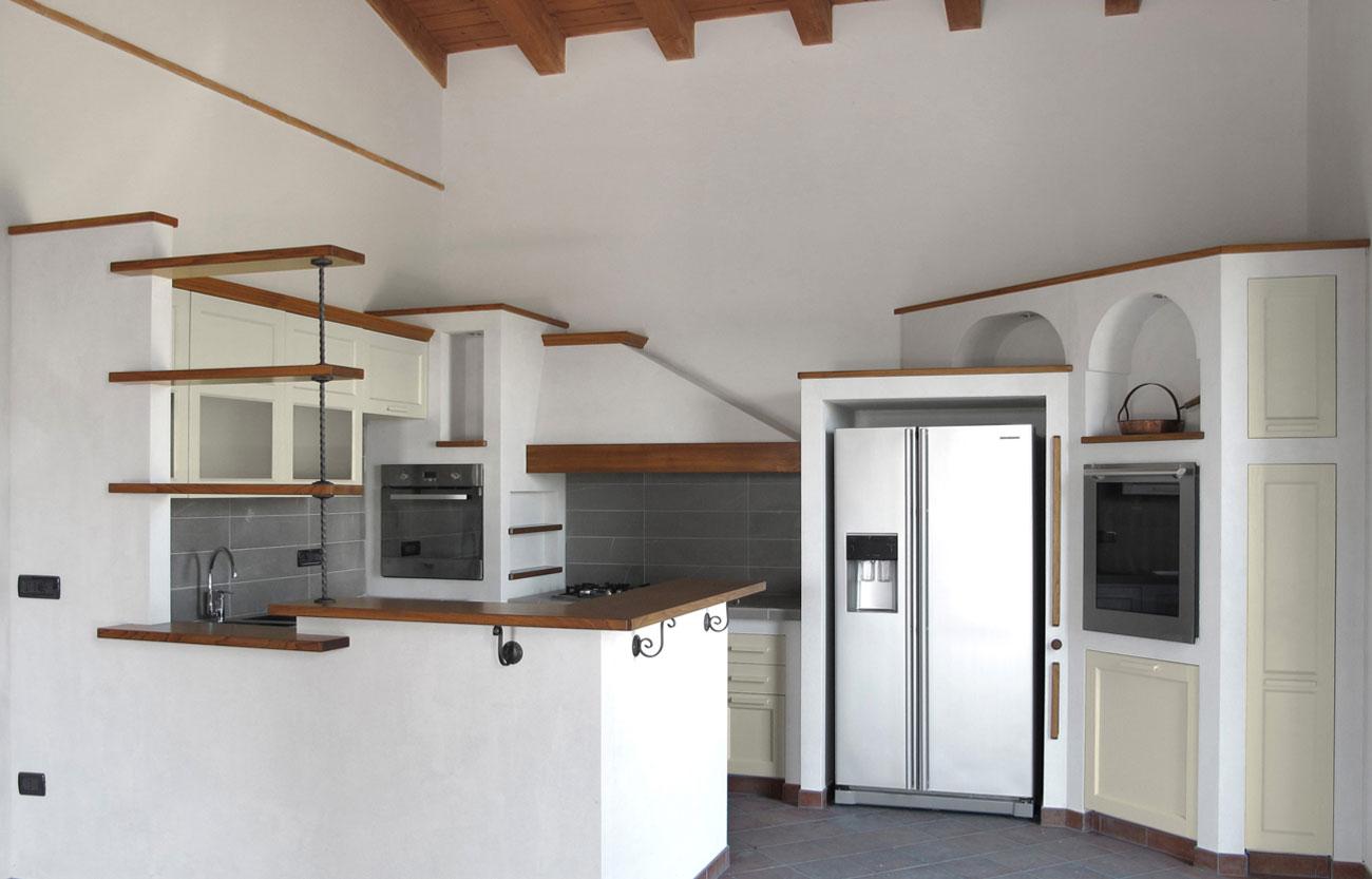 Cucina in legno crearredo falegnameria cucine su misura - Cucina finta muratura ...